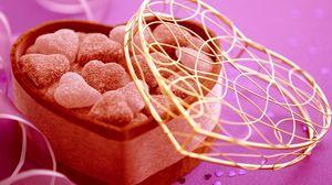 Превью обои конфеты, мармелад, сердце, коробка, подарок, крышка, узоры