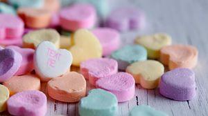 Превью обои конфеты, сердечки, надпись, макро, разноцветный