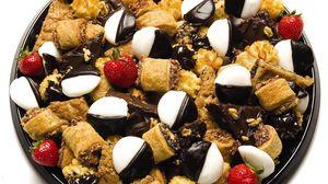 Превью обои конфеты, торт, фрукты, ягоды, шоколад