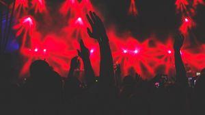 Превью обои концерт, руки, силуэты, свет, музыка