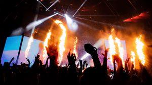 Превью обои концерт, сцена, огонь, прожекторы, темный