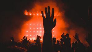 Превью обои концерт, толпа, руки, темный