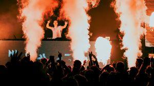 Превью обои концерт, вечеринка, выступление, дым, тусовка