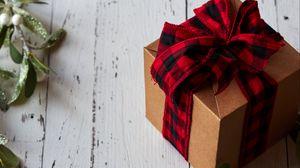 Превью обои коробка, бант, ветка, подарок, рождество, новый год