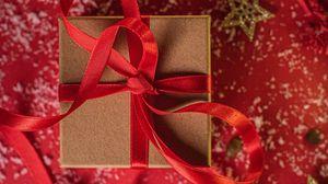 Превью обои коробка, лента, подарок, новый год, рождество, красный