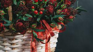 Превью обои корзина, букет, цветы, ветки, ягоды