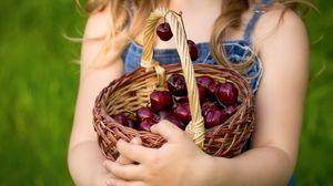 Превью обои корзина, черешня, ягоды, руки