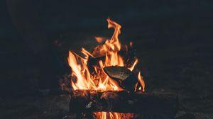 Превью обои костер, огонь, кемпинг, дрова, ночь