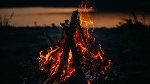 Превью обои костер, огонь, пламя, темный, сумерки