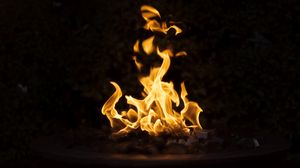 Превью обои костер, огонь, темный, пламя, горение