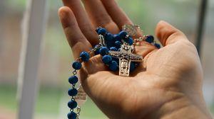 Превью обои крест, религия, бог, рука