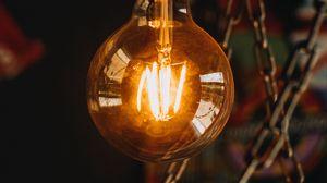 Превью обои лампочка, электричество, свет, люстра, освещение, потолок