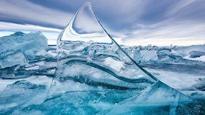 Превью обои лед, льдина, осколок, текстура, пузыри, макро