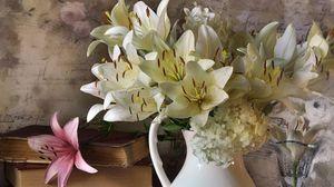 Превью обои лилии, гортензии, букет, книги, ваза, горошины, ноты