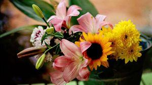 Превью обои лилии, подсолнух, хризантемы, цветы, букет, ведро