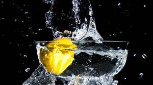 Превью обои лимон, брызги, вода, момент
