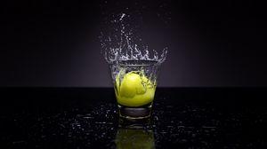 Превью обои лимон, стакан, вода, брызги