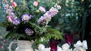 Превью обои лизиантус рассела, левкой, цветы, букет, кувшин, стаканы, бокалы, ангелы