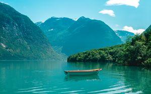 Превью обои лодка, горы, озеро, вода, горизонт