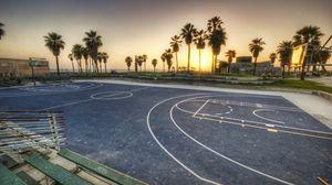 Превью обои лос-анджелес, калифорния, вечер, площадка, баскетбол, разметка, пальмы