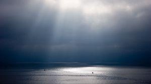 Превью обои лучи, солнце, вода, небо, сияние, блеск