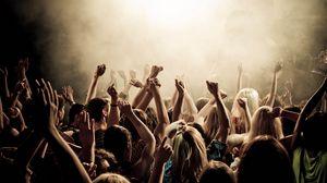 Превью обои люди, концерт, руки