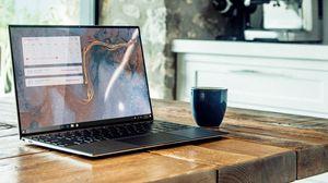 Превью обои macbook, ноутбук, чашка, стол, комната