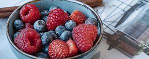 Превью обои малина, черника, клубника, ягоды, миска