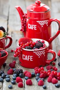 Превью обои малина, черника, клубника, ежевика, смородина, ягоды, посуда