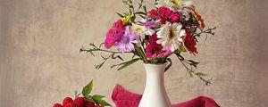 Превью обои малина, ваза, цветы