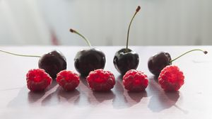 Превью обои малина, вишня, черешня, ягоды, тень