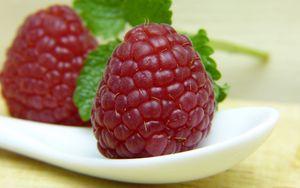 Превью обои малина, ягода, спелый, сочный, крупным планом