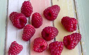 Превью обои малина, ягоды, спелый, стол