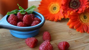 Превью обои малина, ягоды, цветы, спелый