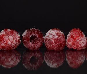 Превью обои малина, замороженный, отражение, ягоды