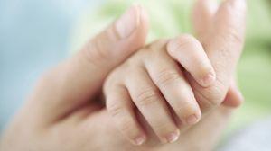 Превью обои мама, ребенок, младенец, дети, рука