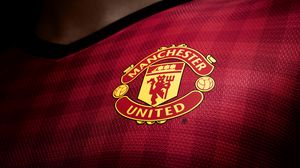 Превью обои манчестер юнайтед, логотип, новый комплект, 2012, 2013, английская премьер лига