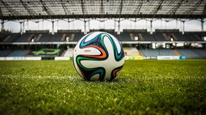 Превью обои мяч, футбол, газон, стадион
