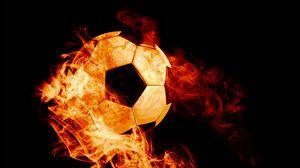 Превью обои мяч, огонь, футбол, темный фон, пламя