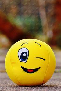 Превью обои мячик, смайлик, улыбка, веселый, игрушка