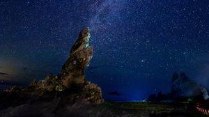 Превью обои млечный путь, звездное небо, скалы, ночь