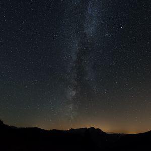 Превью обои млечный путь, звезды, небо, ночь, холмы, темный