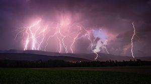 Превью обои молния, гроза, пасмурно, ночь, небо, горизонт