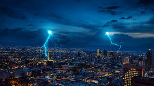 Превью обои молния, искры, город, ночь, огни
