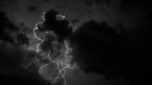 Превью обои молния, облака, чб