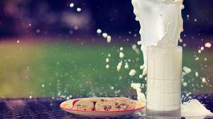 Превью обои молоко, брызги, всплеск, печенье, овсяное, стакан