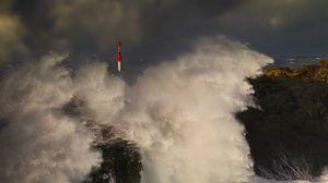 Превью обои море, шторм, волны, скалы, маяк