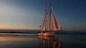 Превью обои море, вечер, яхта, отблески заката, паруса, отдых, путешествие
