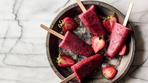 Превью обои мороженое, лед, клубника, ягоды