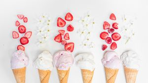 Превью обои мороженое, вафля, клубника, десерт